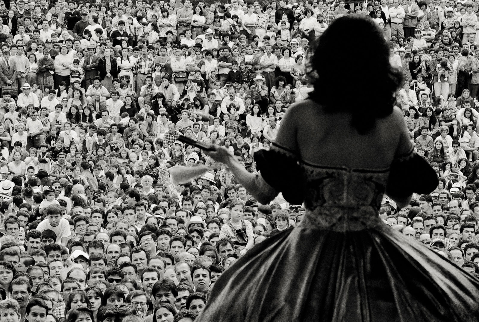 <i>Miss Coffee</i> (1997) At the Miss Coffee pageant in Manizales, thousands fill the Plaza Bolivar for the first public presentation of the candidates.